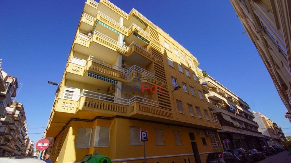 Na sprzedaż duży apartament przy plaży w Torrevieja.