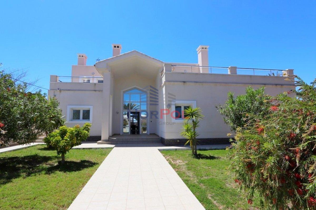 Na sprzedaż fantastyczna willa w Cabo Roig.